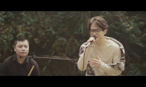 Hà Anh Tuấn hát trong rừng
