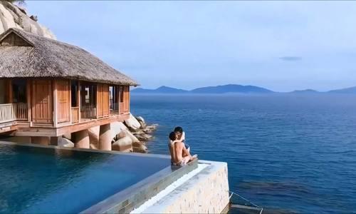 Tâm Tít du lịch Nha Trang với chồng