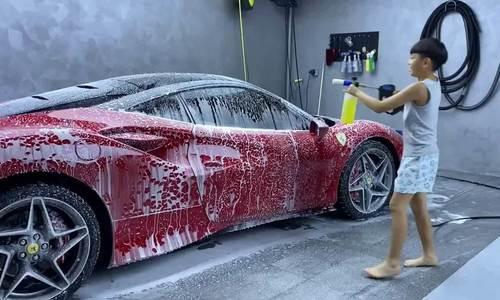 Subeo phụ ba Cường Đôla rửa siêu xe