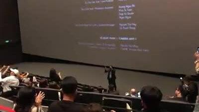 Khán giả vỗ tay sau premiere Ròm