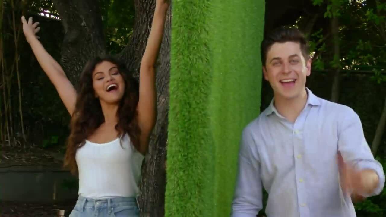 Selena Gomez và David Henrie tái ngộ