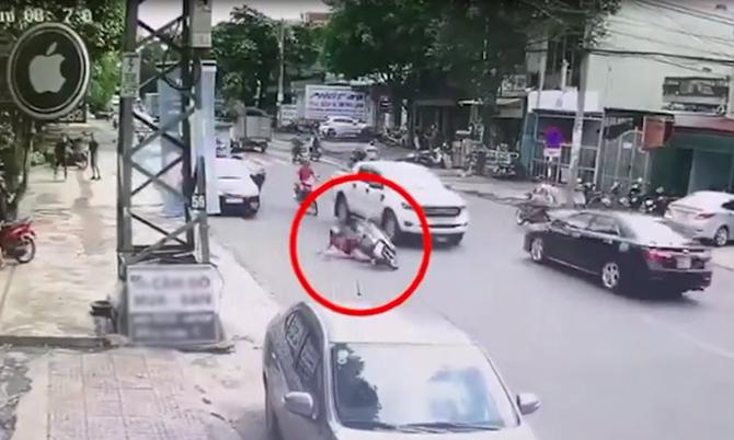 Nữ tài xế gây tai nạn rồi bỏ đi
