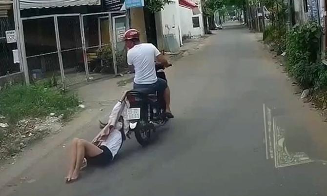 Cướp kéo lê cô gái hàng trăm mét trên phố Sài Gòn