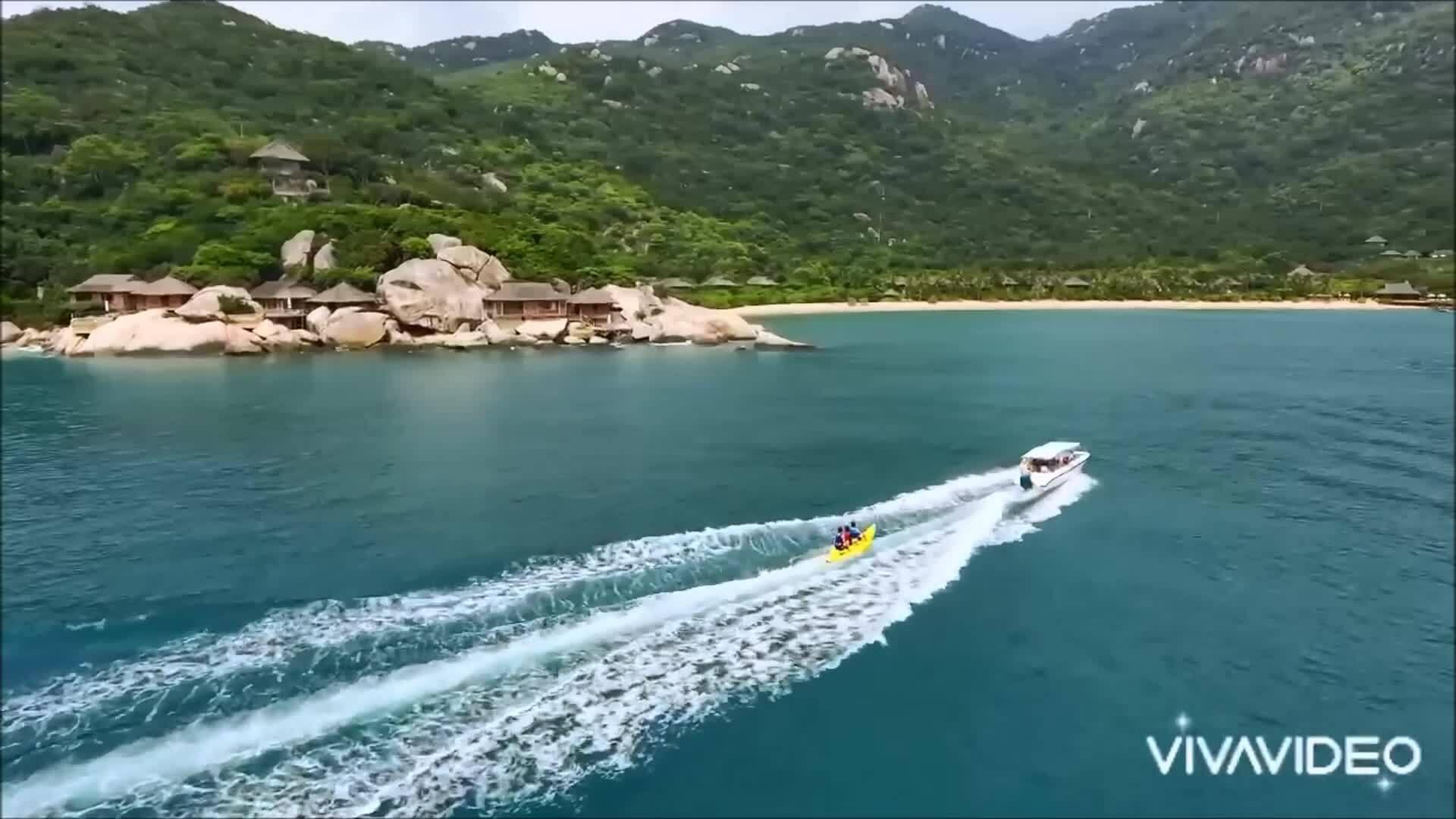 Trấn Thành - Hariwon đi Nha Trang