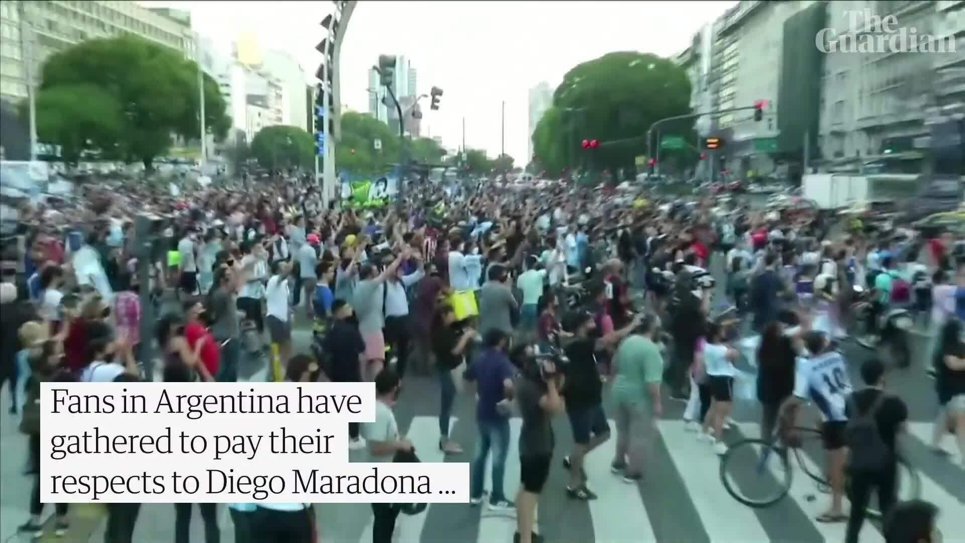 Hàng nghìn người đổ ra đường tưởng nhớ Maradona
