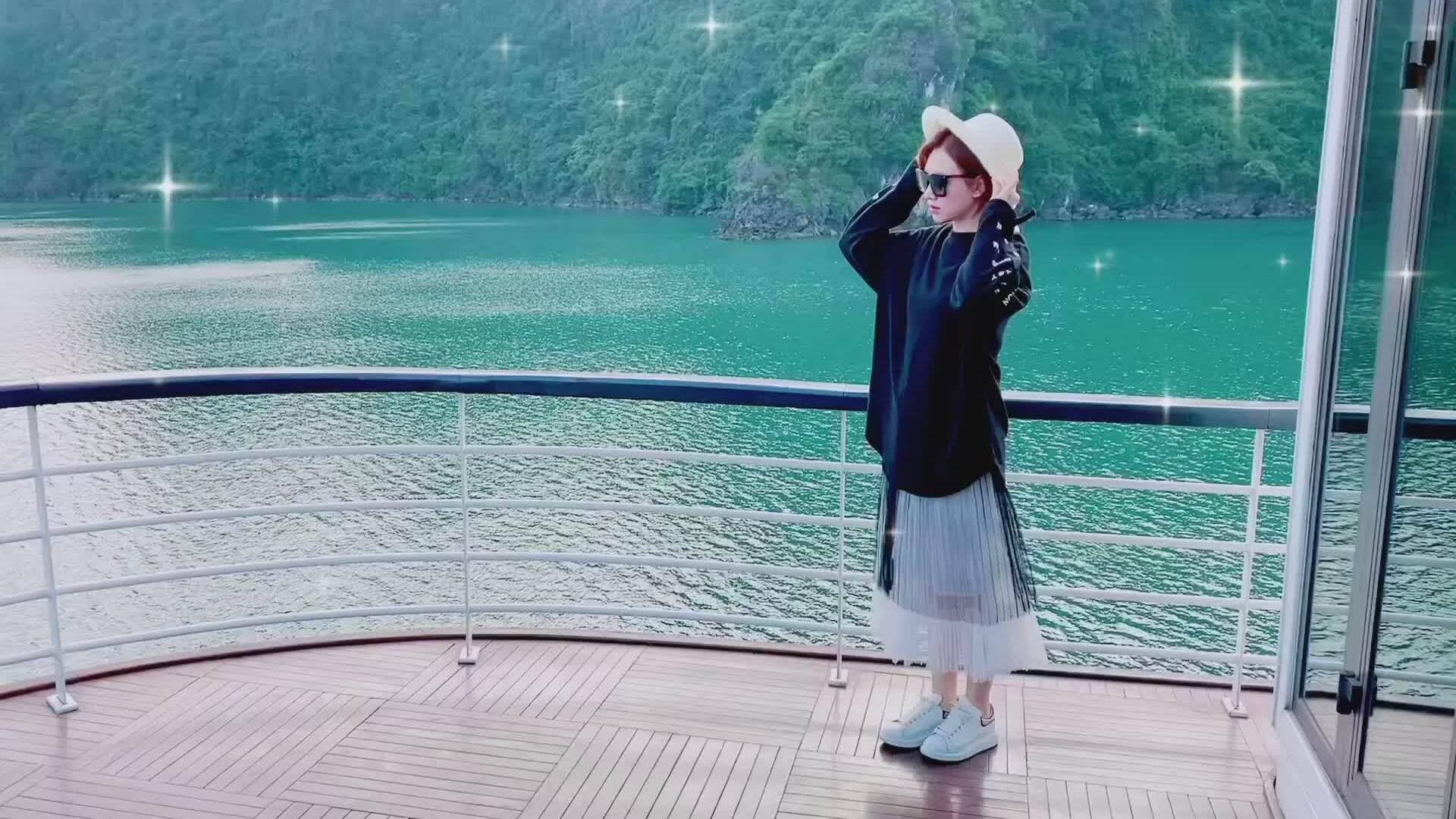 Hari Won và mẹ nghỉ dưỡng trên du thuyền Hạ Long