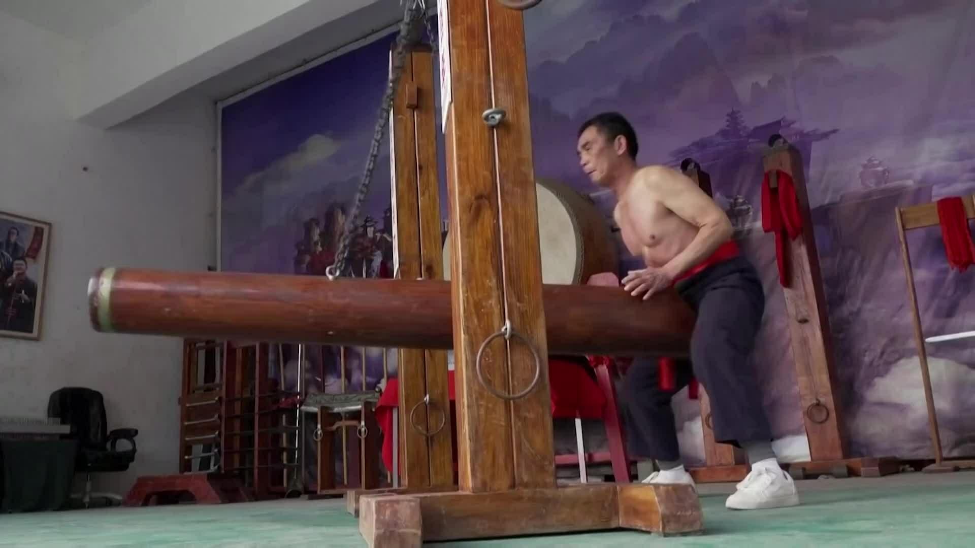 Vị võ sư 65 tuổi duy trì môn phái 'đũng quần sắt'