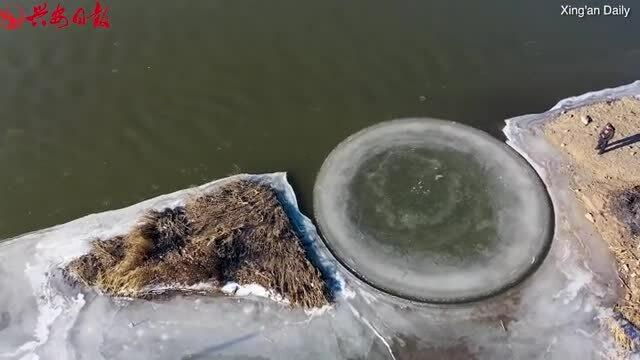 Đĩa băng xoay trên sông Trung Quốc