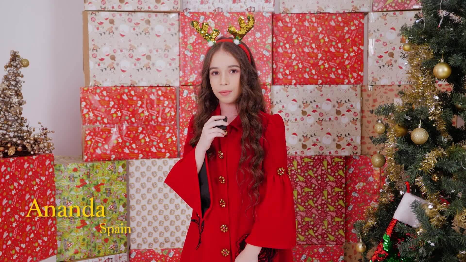 Nguyễn Hưng Phúc chụp ảnh Giáng sinh cùng học trò