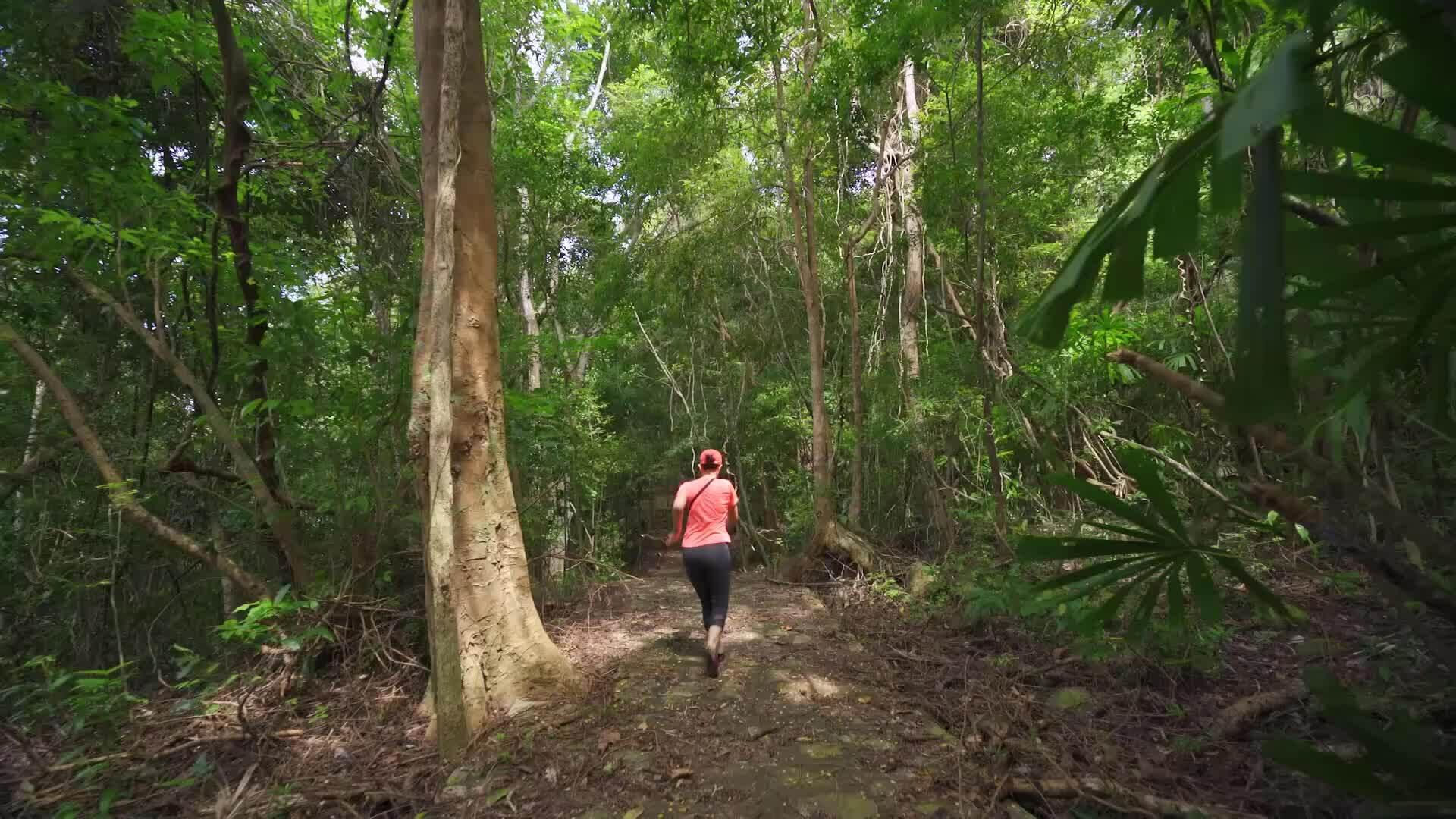 Kim Thư khám phá Côn Đảo