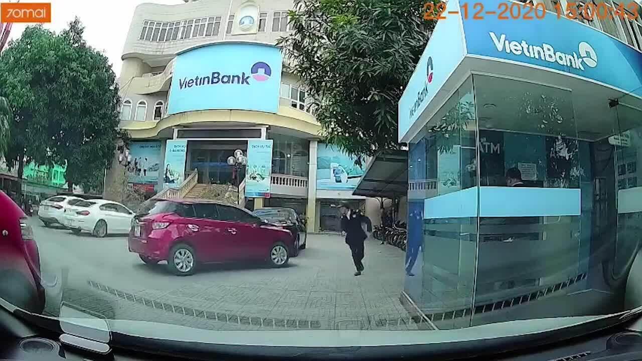 Phản ứng nhanh cứu bảo vệ thoát chết trước ôtô mất lái