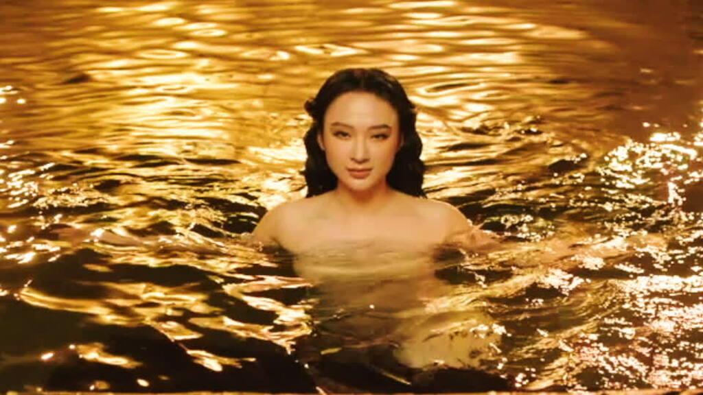 Angela Phương Trinh bất ngờ sexy