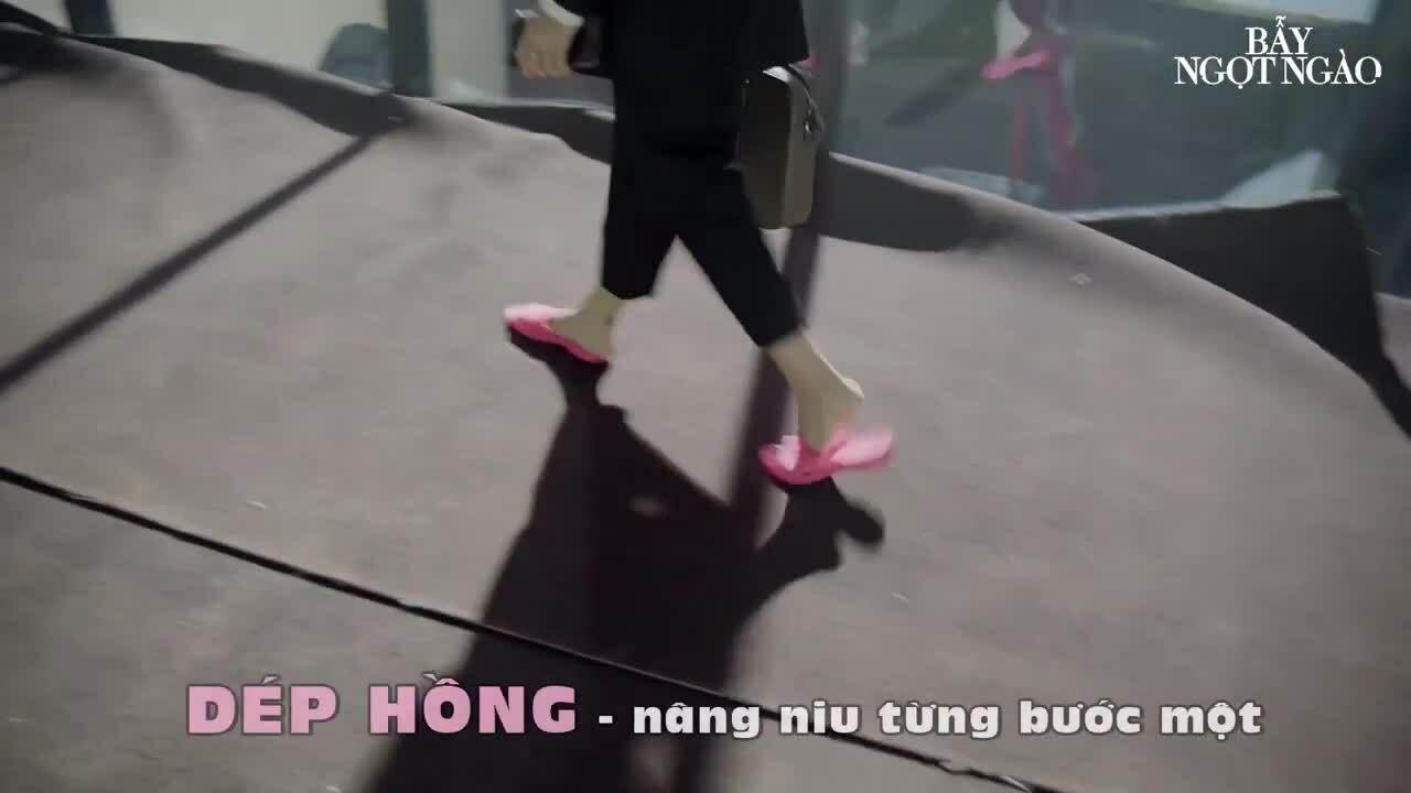 Diệu Nhi mặc vest mang dép hồng