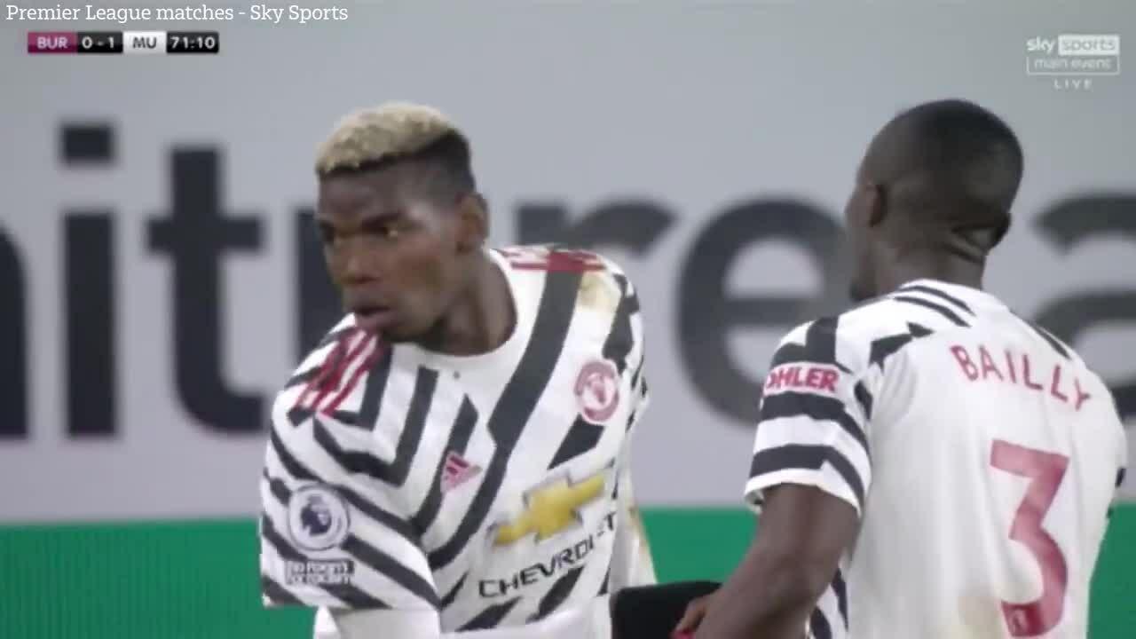 Pogba mừng bàn thắng độc đáo cùng đồng đội