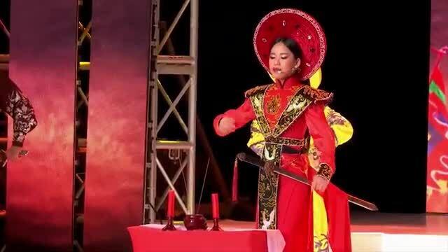 Hoa hậu nhí Bella Vũ diễn cải lương
