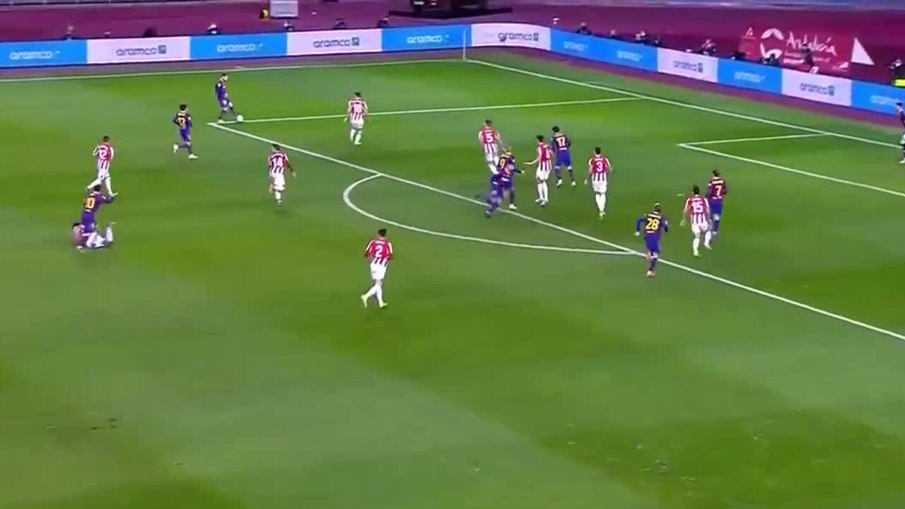 Messi bị thẻ đỏ lần đầu trong sự nghiệp
