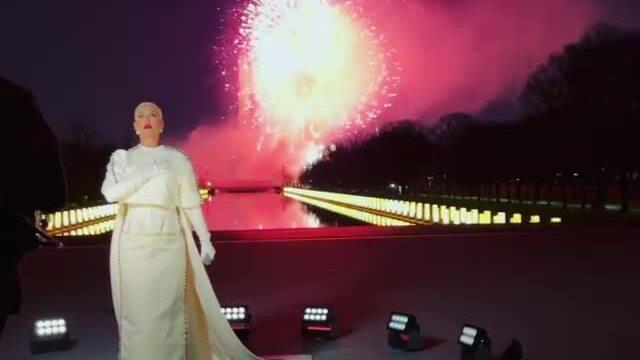 Orlando Bloom tự hào trước màn trình diễn của Katy Perry