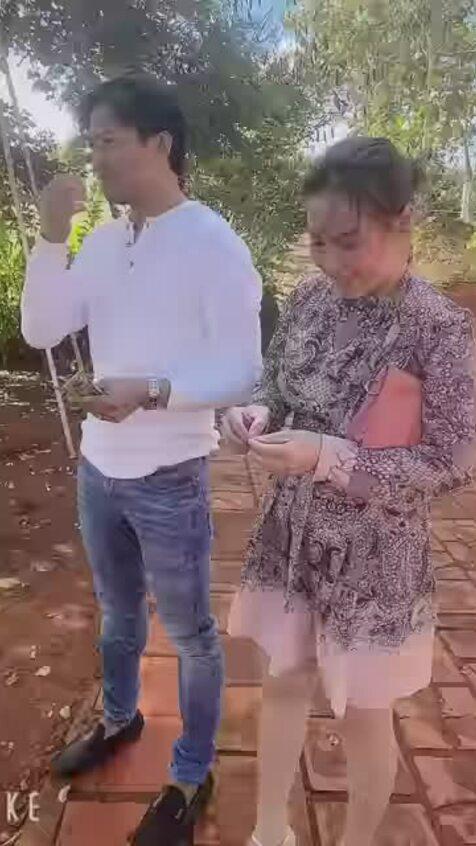 Quý Bình và vợ doanh nhân đi thăm vườn