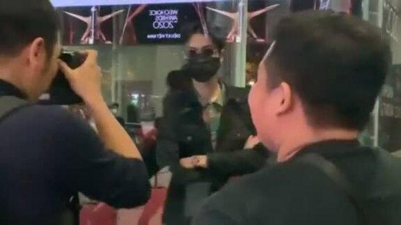 Đen Vân bị bảo vệ chặn cửa