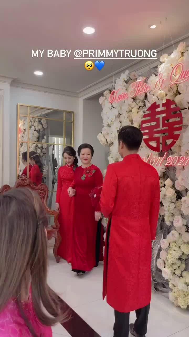 Phan Thành và Primmy Trương diện áo dài đỏ đồng điệu