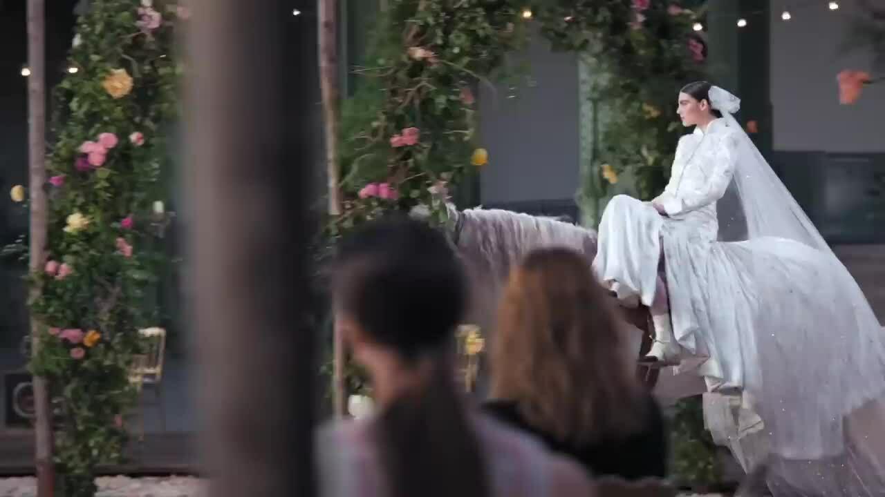 Khoảnh khắc đáng nhớ ở Paris Couture Fashion Week