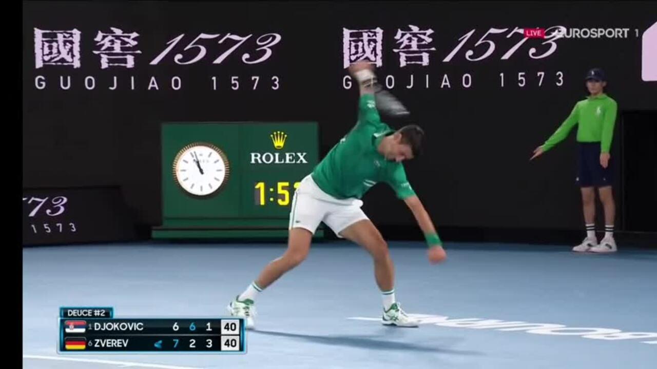 Djokovic đập nát vợt