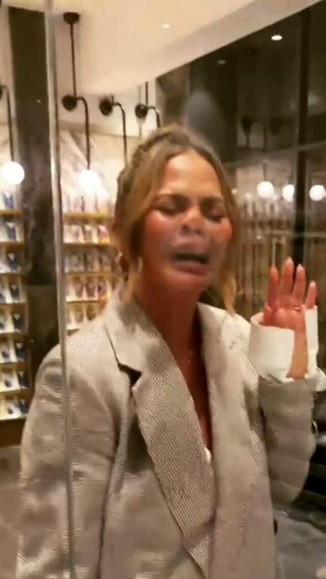 Chrissy Teigen 'cuồng' đồ ngọt sau khi cai rượu