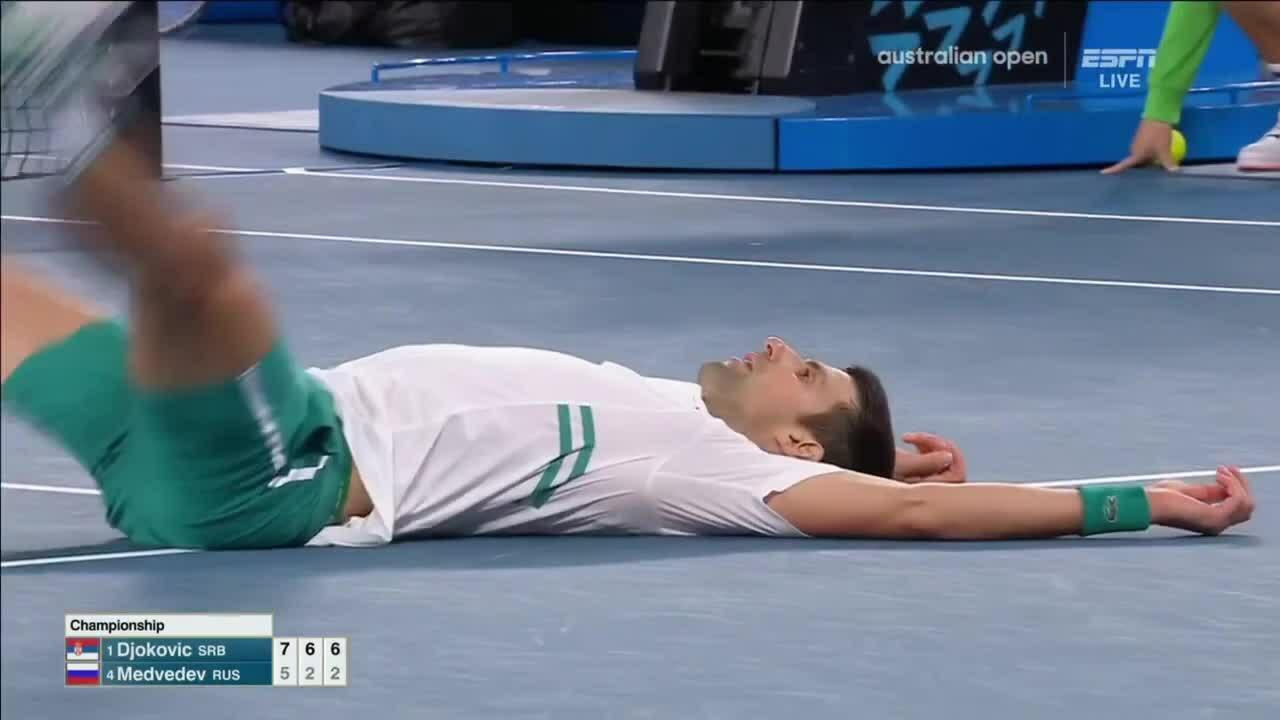 Djokovic quăng vợt mừng vô địch Australia Mở rộng