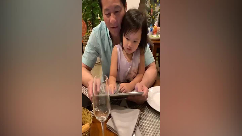 Con gái Phan Như Thảo nói tiếng anh lưu loát
