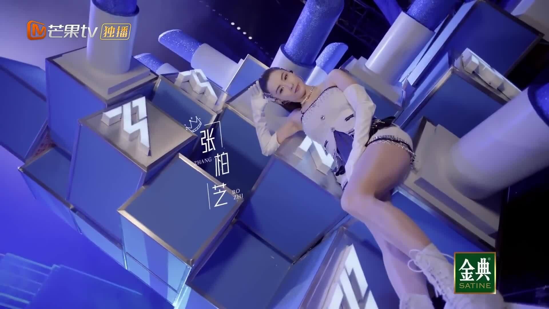 """Trương Bá Chi biểu diễn trong """"Chị gái đạp gió rẽ sóng"""" mùa 2"""