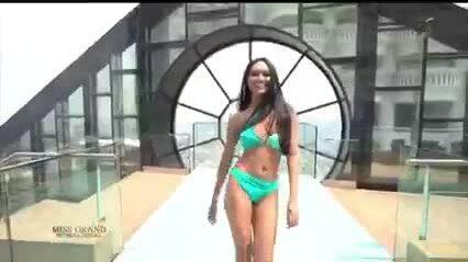 Người đẹp Myanmar lộ ngực khi thi bikini tại Miss Grand