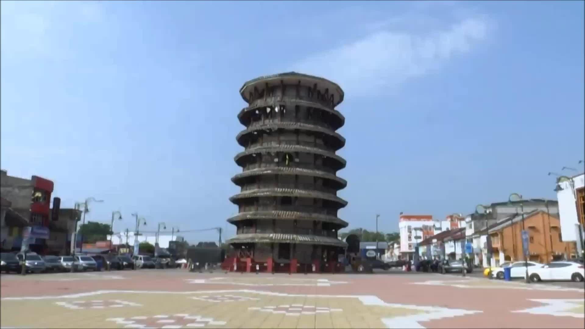 Tòa tháp nghiêng hơn 100 năm vẫn đứng vững ở Malaysia