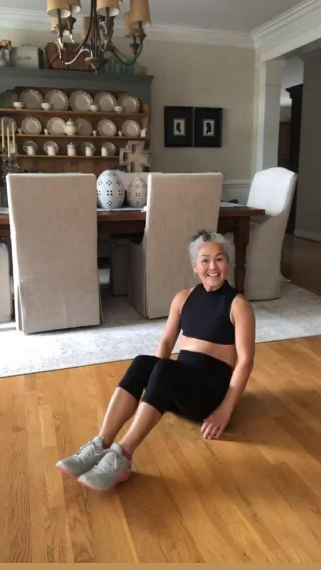 Beauty blogger 53 tuổi tiết lộ bí quyết trẻ lâu
