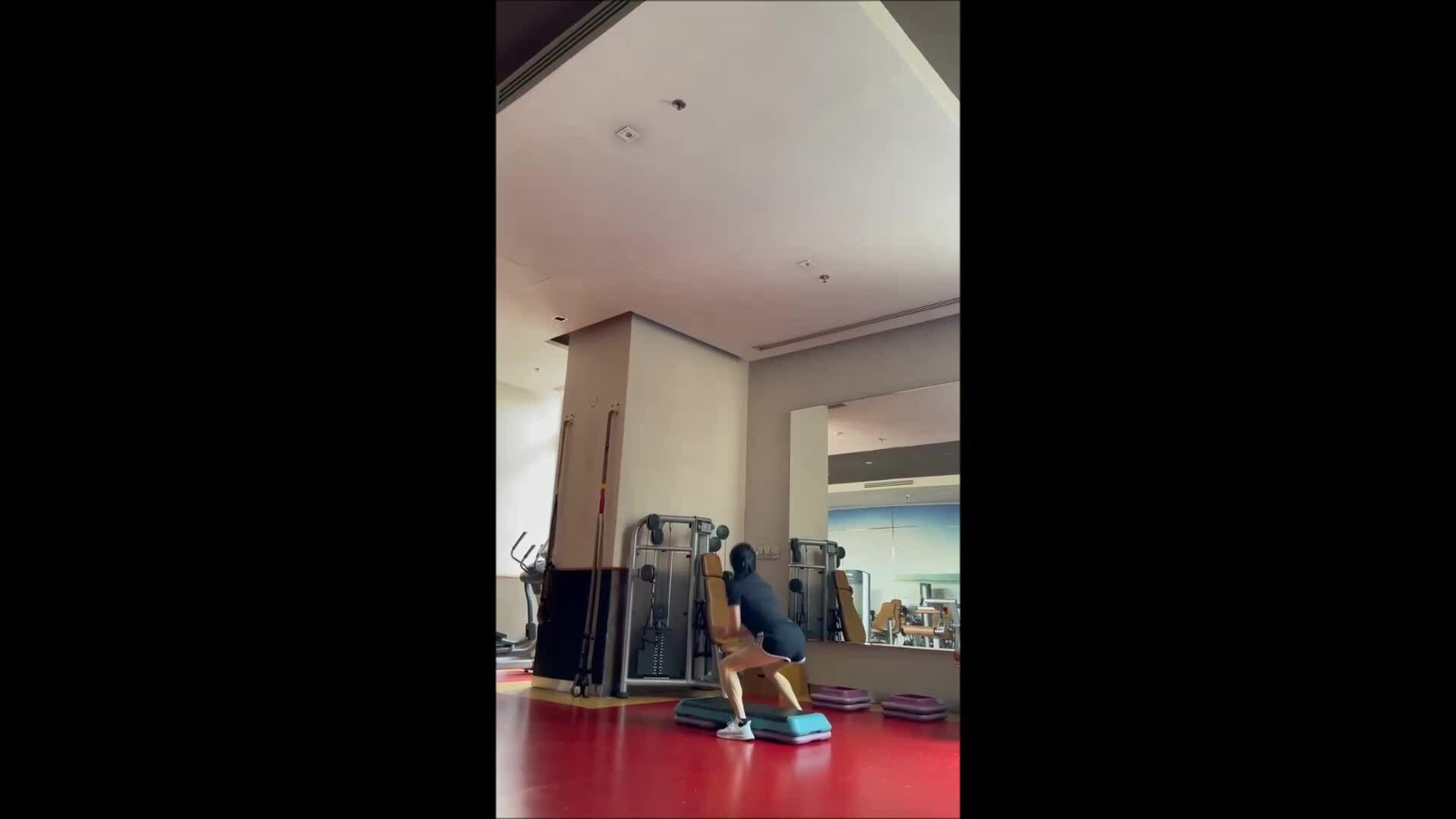 Phượng Chanel tập luyện cả tuần, siết eo 63 cm