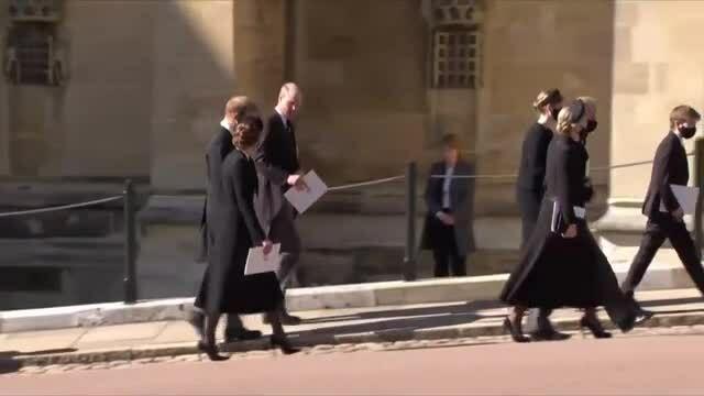 William và Harry trò chuyện sau khi kết thúc tang lễ