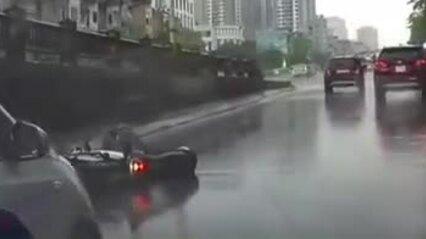 Tài xế ôtô gây tai nạn rồi bỏ chạy