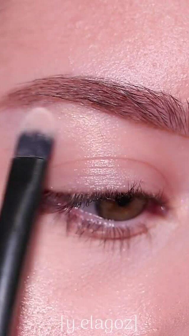 Trang điểm mắt tone nhũ đi đâu cũng hợp