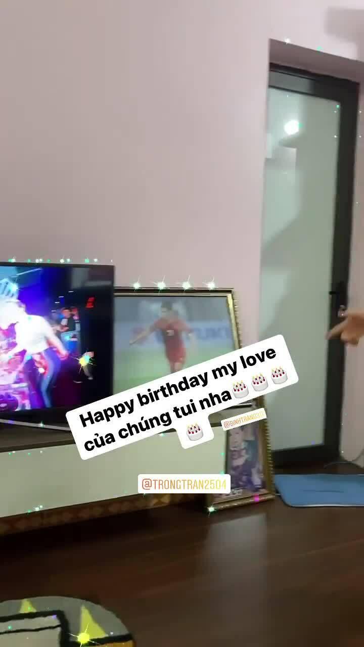 Đình Trọng nhảy 'lăng quăng' mừng sinh nhật bên bạn gái