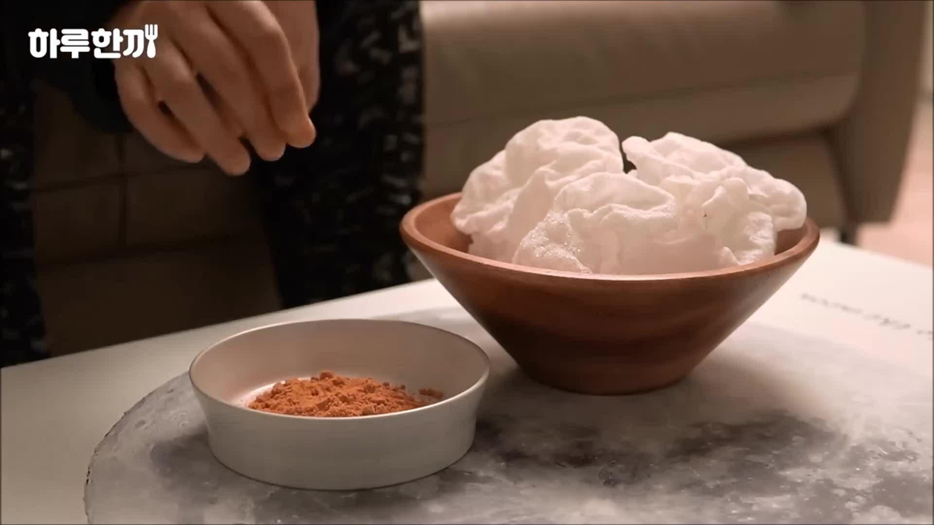 Bánh tráng chiên chấm muối kim chi 'hút' triệu view