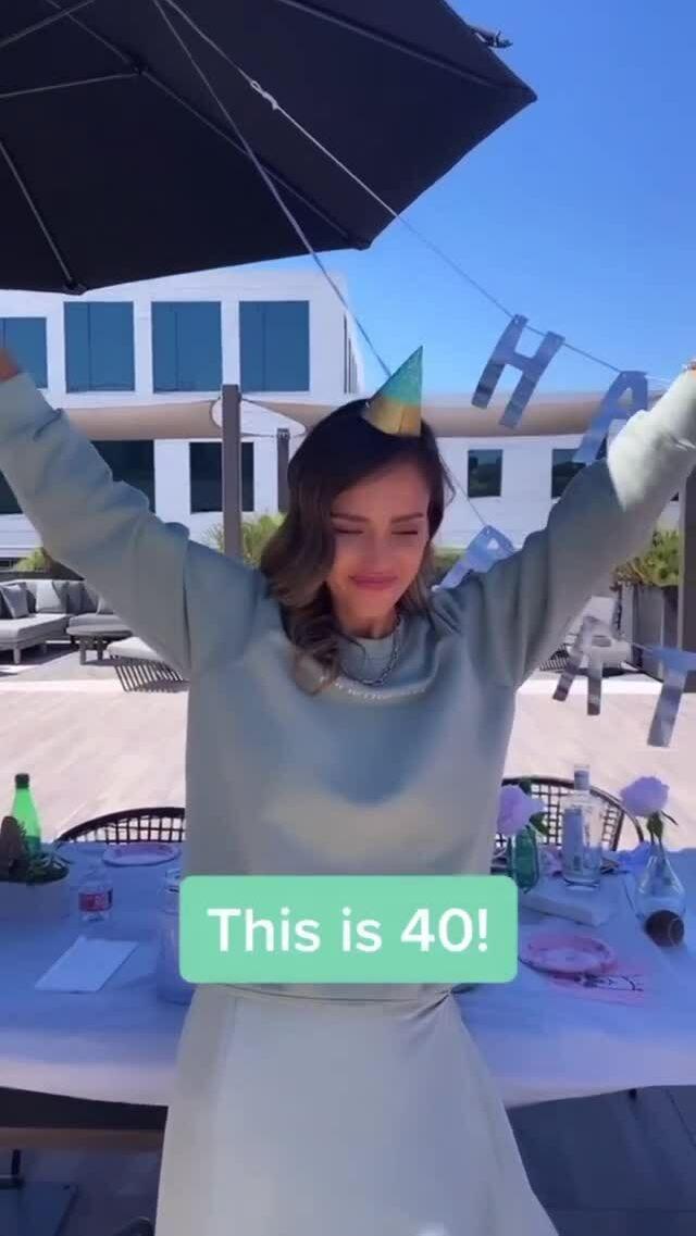 Jessica Alba được đồng nghiệp tổ chức sinh nhật