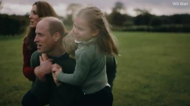 Nhà Cambridge vui đùa cùng các con trong video mừng 10 năm cưới
