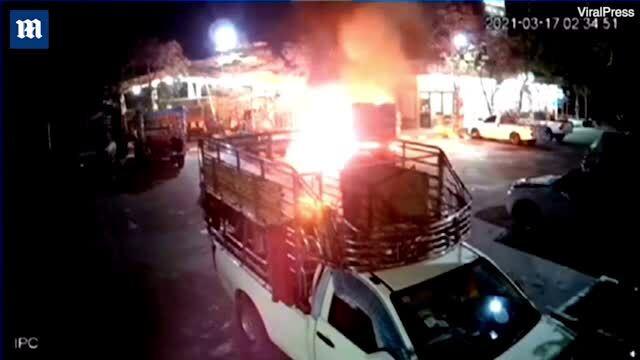 Chế bom xăng ném nổ xe của vợ cũ và người tình