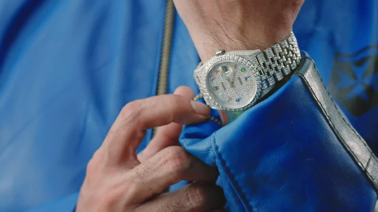 Binz đeo đồng hồ tiền tỷ trong MV mới