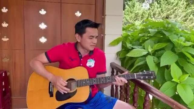 Kiatisuk hát Như có Bác Hồ trong ngày vui đại thắng