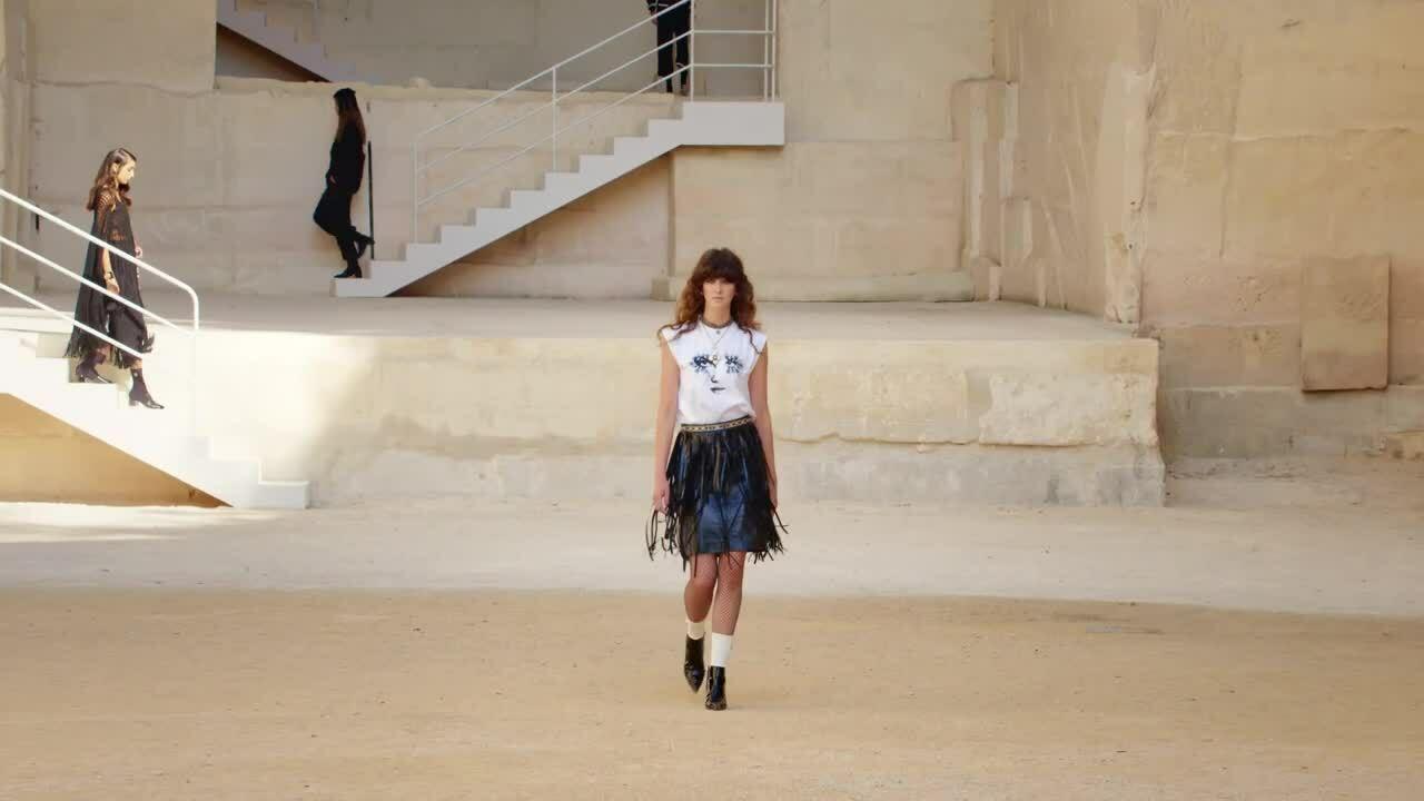 Thiết kế đen trắng sinh động của Chanel