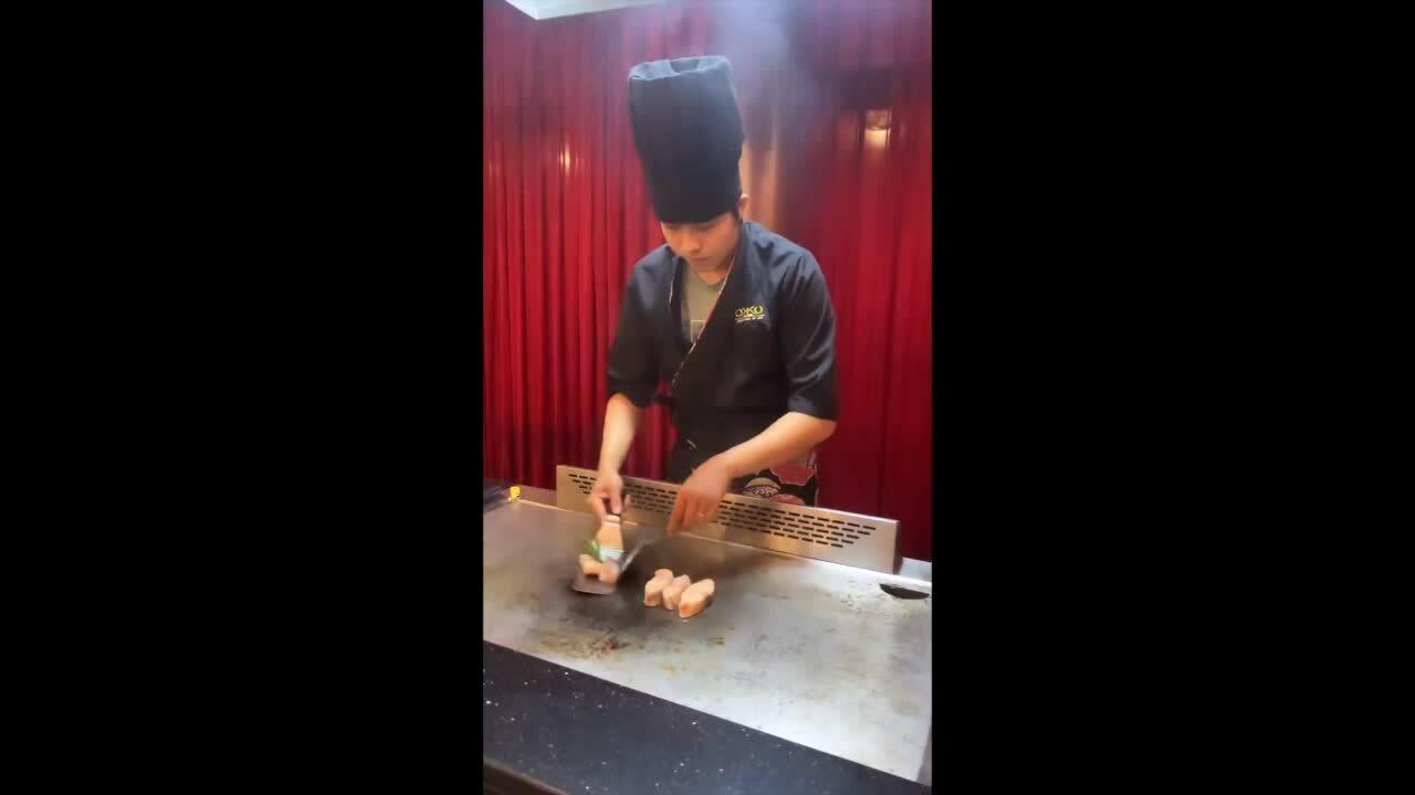 Ngọc Trinh đi ăn ở nhà hàng mới của Quỳnh Thư