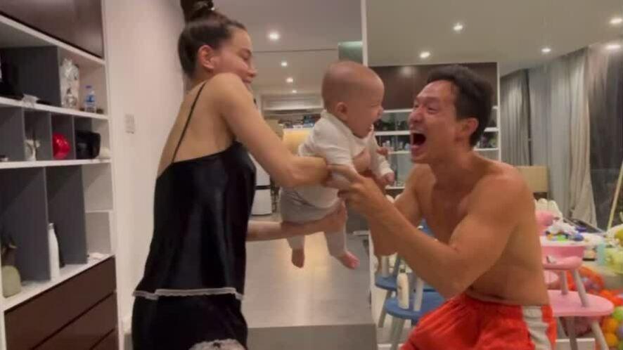 Hồ Ngọc Hà - Kim Lý giỡn với con trai Leon