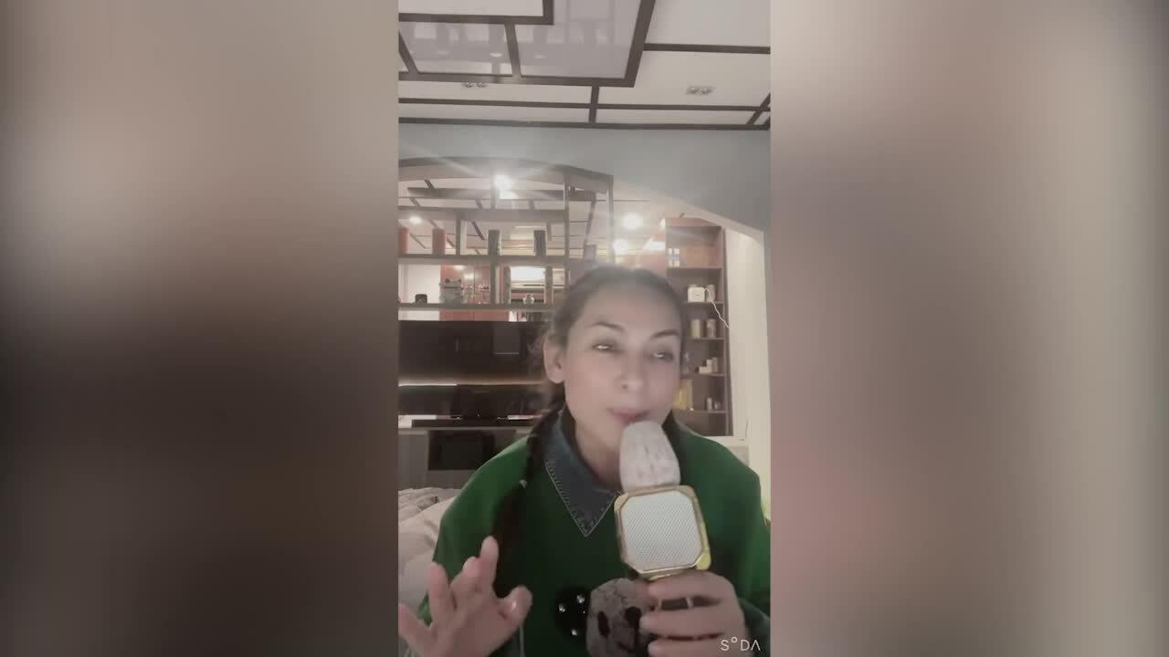 Phi Nhung hát tặng bà Phương Hằng sau 'đấu tố'