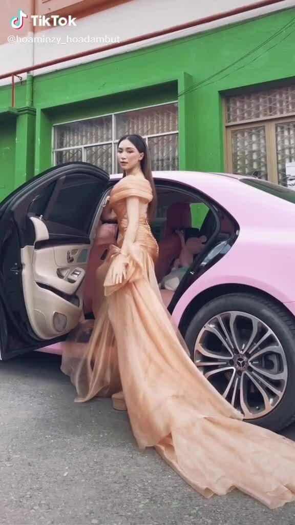 Hoà Minzy cá tính cùng Mercedes S-Class màu hồng giá hơn 5 tỷ