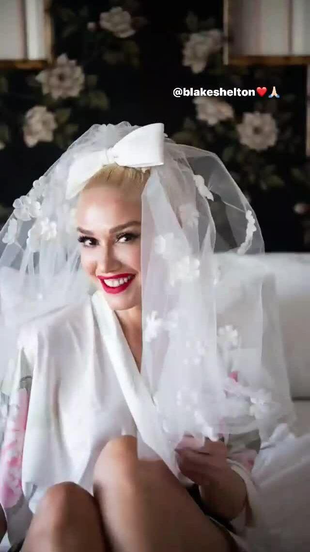 Gwen Stefani rạng rỡ trong chiếc váy cưới
